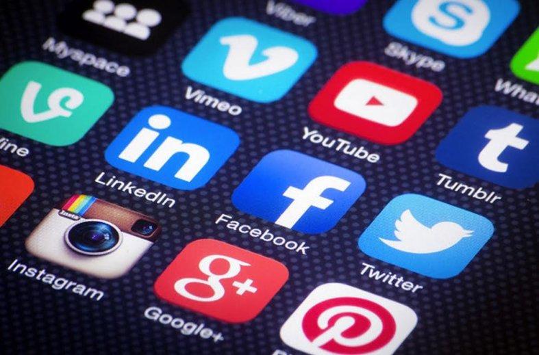 Sécurité : les réseaux sociaux font en effet partie des méthodes des cambrioleurs pour cibler leurs victimes et déterminer à quel moment elles seront absentes de leur domicile.
