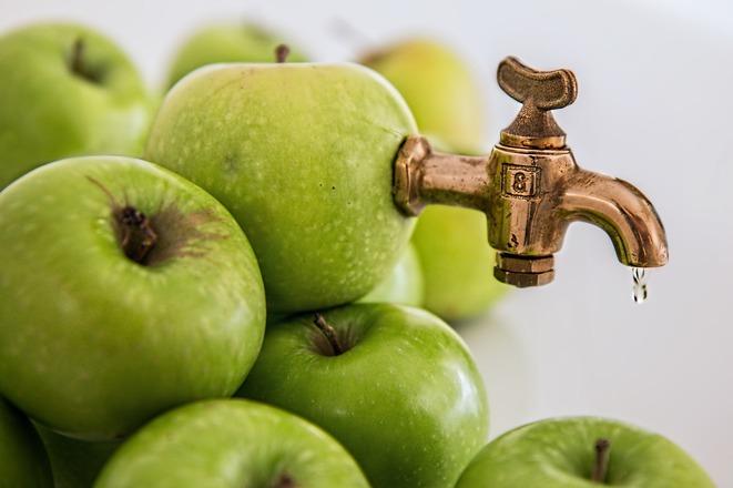 Santé: mieux vaut consommer un fruit plutôt que du jus de fruit